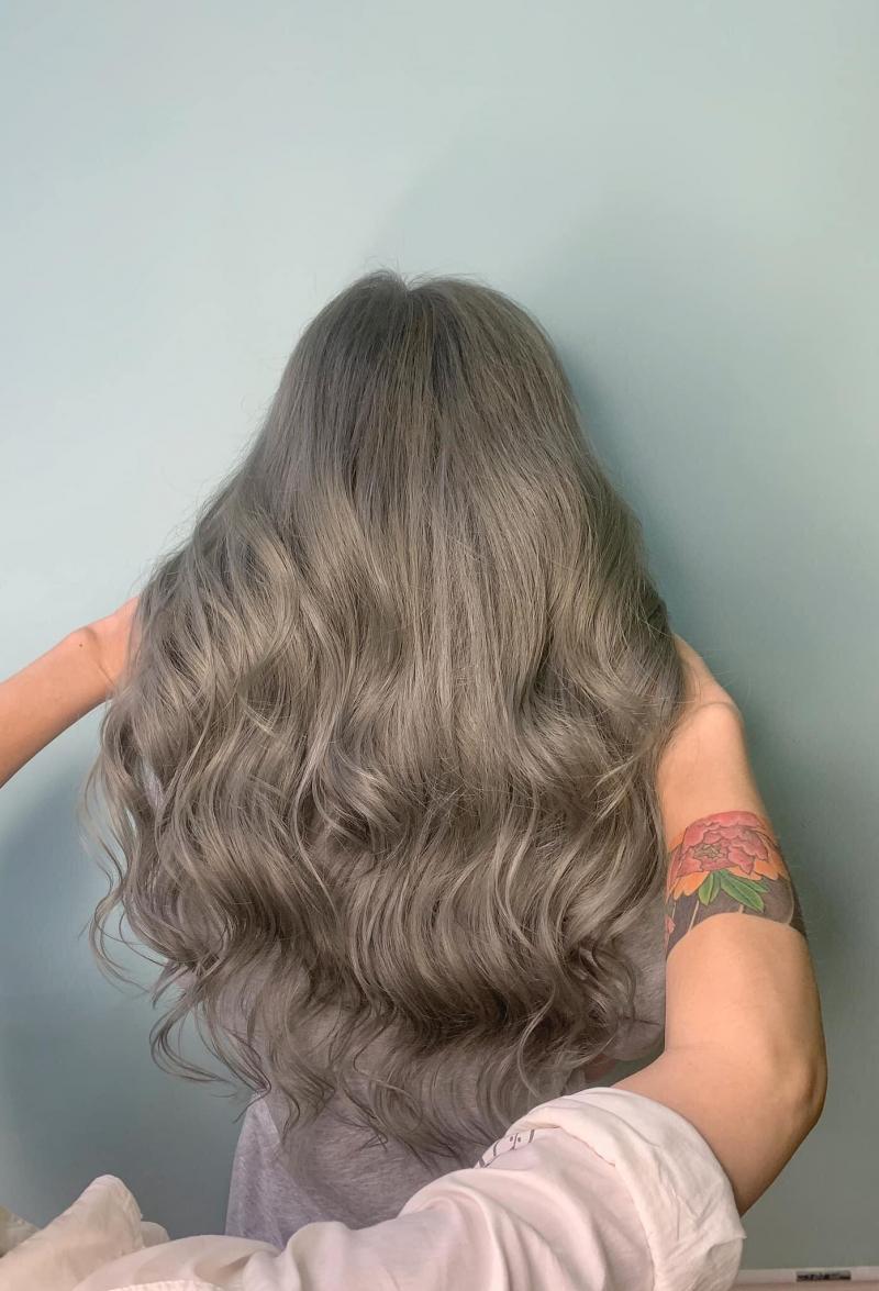 Dưới bàn tay khéo léo với nhiều năm kinh nghiệm, bạn sẽ có mái tóc cực kỳ ưng ý
