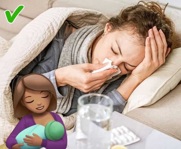 Nếu người mẹ bị ốm, cô ấy không nên cho con bú