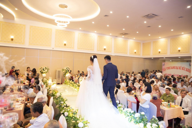 Không gian diễn ra lễ cưới một cách lãng mạn