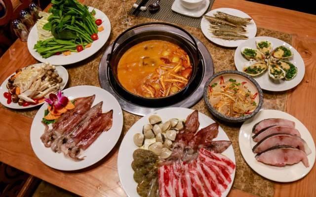 Thịt, hải sản tươi ngon của buffet lẩu nướng tại nhà hàng