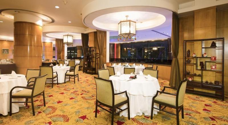 Không gian bên trong nhà hàng của khách sạn