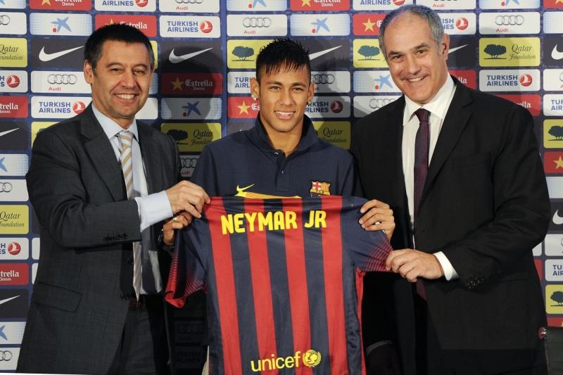 Neymar ra mắt Barcelona năm 2013