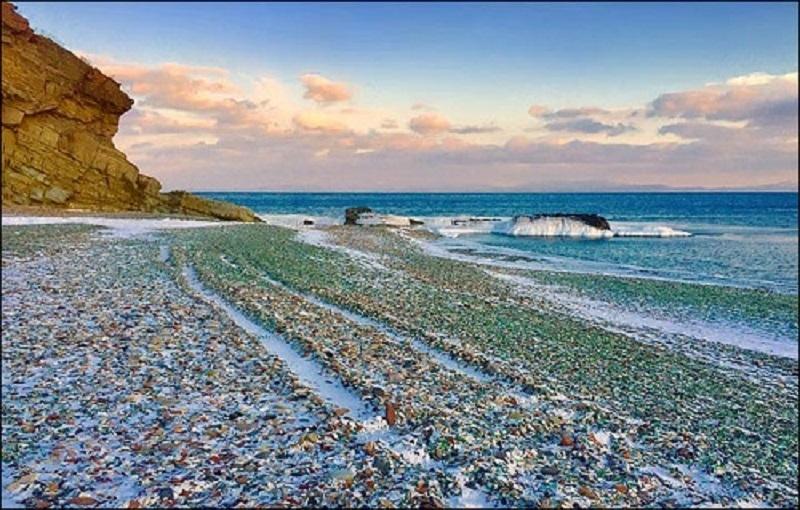 Bãi biển thủy tinh – một bãi biển nổi tiếng ở Nga