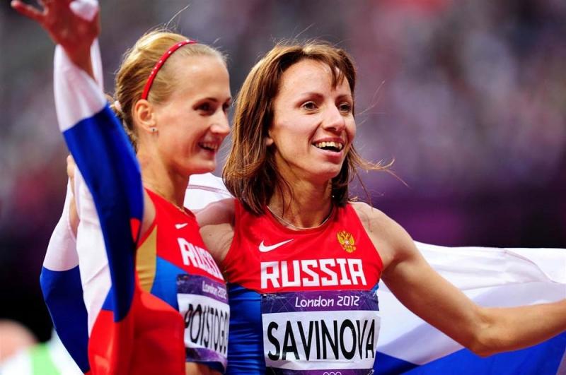 2 nữ VĐV điền kinh của Nga Mariya Savinova (trái) đoạt HCV và Ekaterina Poistogova (HCĐ) cự ly 800 m Olympic 2012 đều bị cấm thi đấuAFP