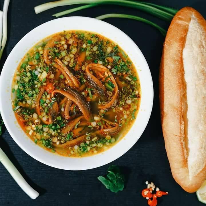 Sup lươn, bánh mì ngon khó cưỡng