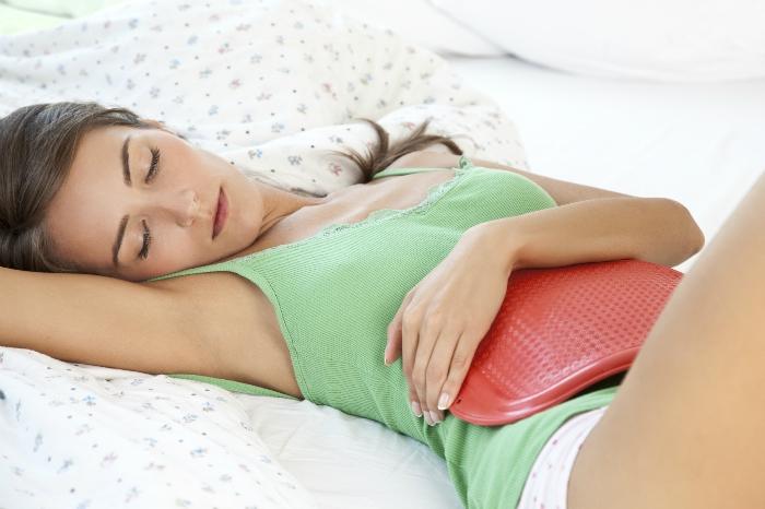 Một lưu ý quan trọng là đối với những mẹ sinh mổ thì không nên áp dụng phương pháp này vì sẽ làm ảnh hưởng đến vết mổ, tạo tổn thương phần mô mềm phía trong và ngoài da.
