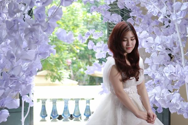Hương Tràm xinh đẹp trong MV đầu tay