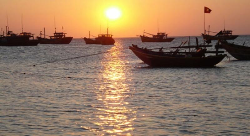 Watch the sunrise in Mui Ne