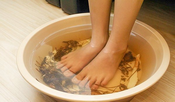Ngâm chân nước nóng