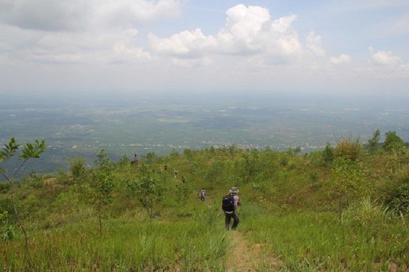 cảnh đất trời từ đỉnh núi Chứa Chan