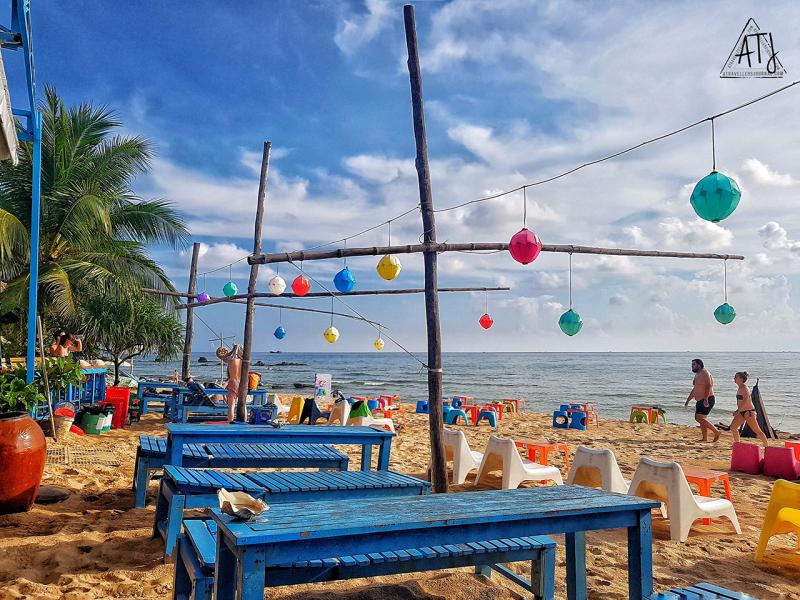 Ngắm hoàng hôn trên bãi biển với một vài loại cocktail