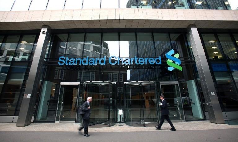 Standard Chartered có ba chi nhánh tại Hà Nội và TP. Hồ Chí Minh với khoảng 850 nhân viên
