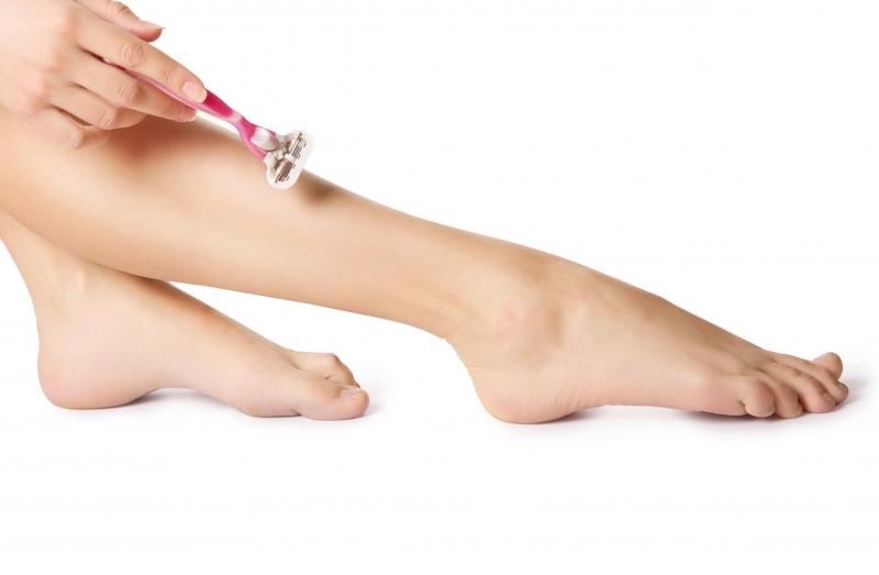 Cầm máu ở các vết xước lúc cạo hoặc tẩy lông