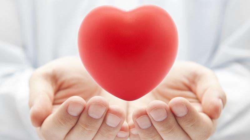 Tăng cường nhiều loại trái cây và rau củ chứa lượng lớn Vitamin C sẽ có tác dụng lớn giúp bạn giảm nguy cơ mắc các bệnh về tim mạch