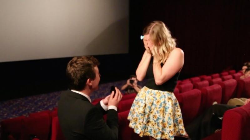 Cầu hôn bằng một đoạn phim ngắn sẽ khiến cô ấy không khỏi xúc động