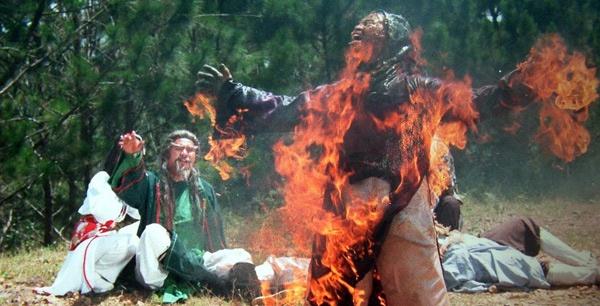 Cascadeur Lữ Đắc Long với cảnh bốc cháy trong phim ca nhạc