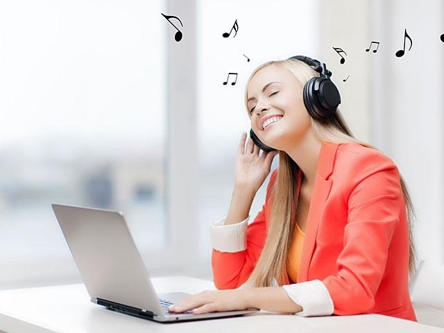 Hãy nghe 1 bản nhạc yêu thích khi buồn ngủ nhé!
