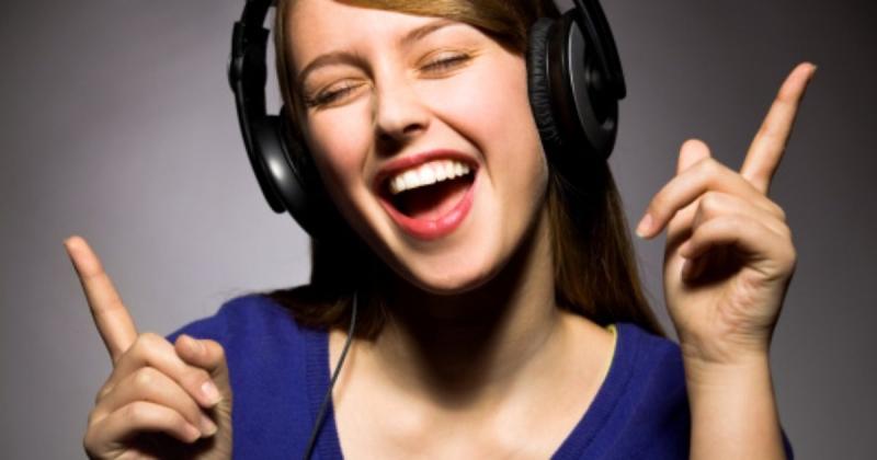 Nghe nhạc và hát