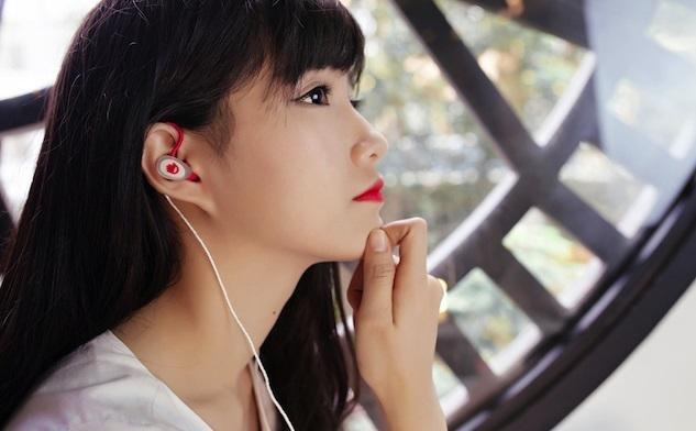 Đeo tai nghe thường xuyên sẽ làm giảm thính lực