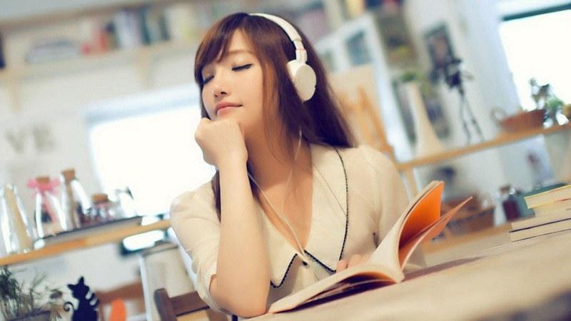 Nghe nhạc thư giãn trước khi ngủ sẽ giúp bạn có giấc ngủ sâu hơn