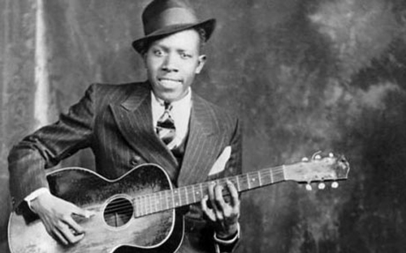 Nghệ sĩ guitar Robert Johnson