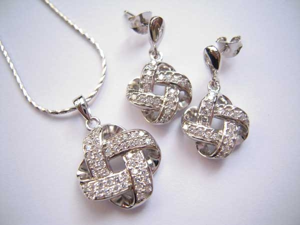 Các thiết kế trang sức bạc rất phong phú, đa dạng và được chế tác tinh xảo không thua kém các loại trang sức khác.