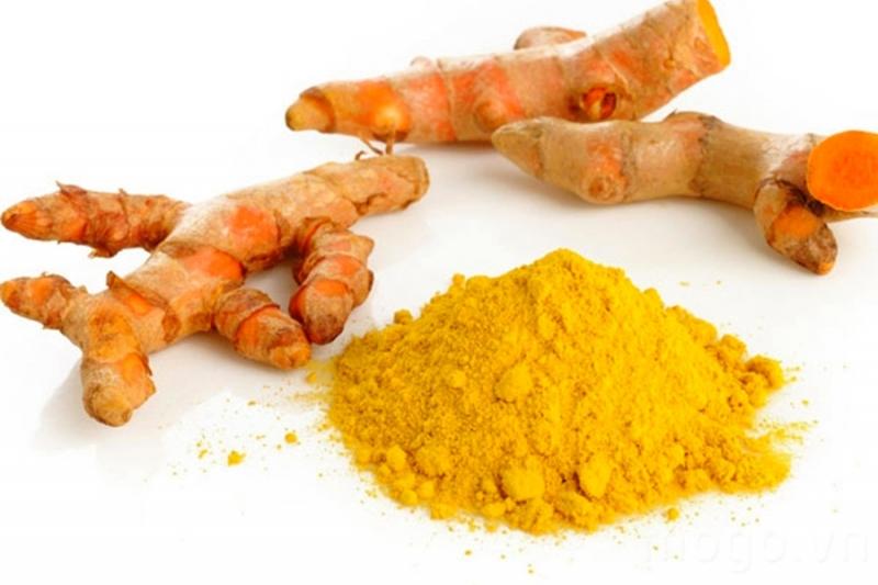 Nghệ vàng trong Đông y được dùng để chữa bệnh đau dạ dày, làm lành các vết thương lở loét hoặc dùng cho phụ nữ sau sinh khí huyết kém, da dẻ không được hồng hào.