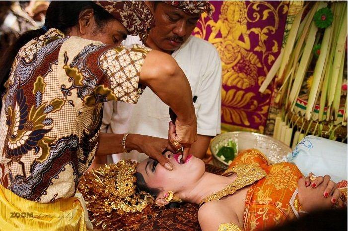 Nghi lễ mài răng của người dân ở Bali