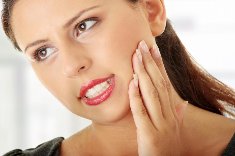 Nghiển răng gây ra đau hàm