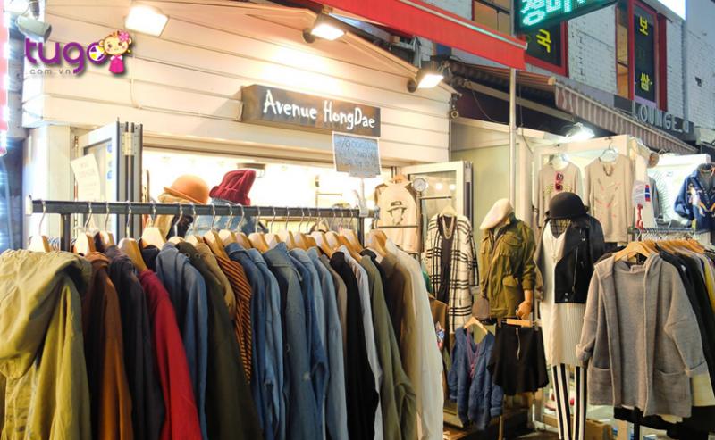 Ngoài thức ăn, tham quan thì Hàn Quốc cũng được xem là địa điểm mua sắm lí tưởng