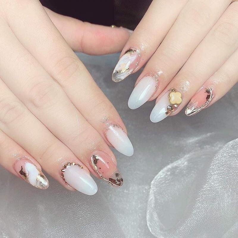 Các mẫu nail từ đơn giản đến tinh tế đều được chỉnh chu