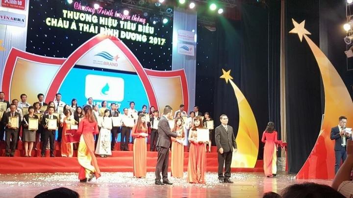 Ngọc Nữ Hoàn Cung nhận giải thưởng