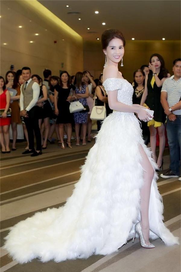 Ngọc Trinh vẫn luôn là mỹ nhân dẫn đầu trong xu hướng thời trang sexy tại Việt Nam.
