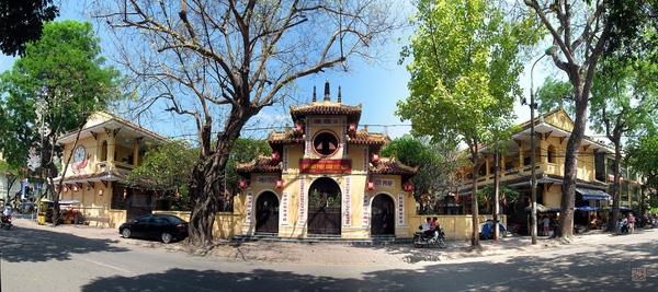 Với nhiều người dân, chùa Quán Sứ là nơi không thể không ghé thăm, thắp hương dịp đầu năm