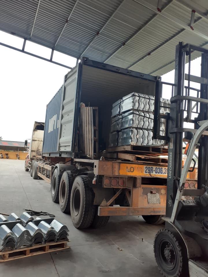 Ngói được vận chuyển khắp cả nước