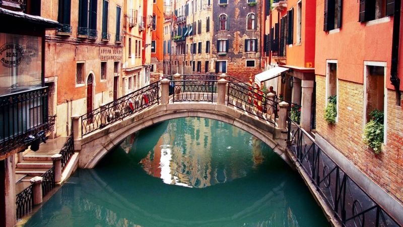 Ngắm cảnh trên cầu Rialto...