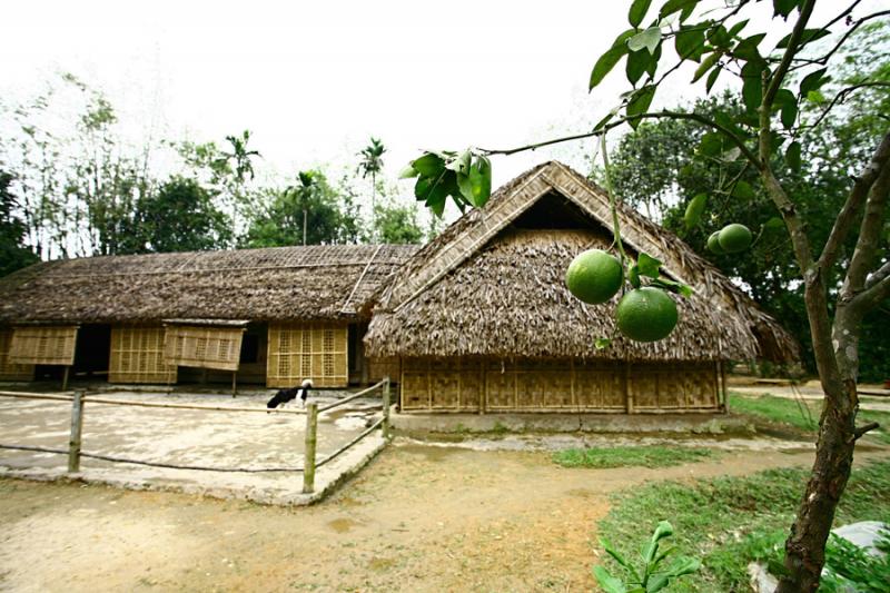 Ngôi nhà 5 gian ở làng Sen, Nam Đàn, Nghệ An (tờ 500.000 đồng)