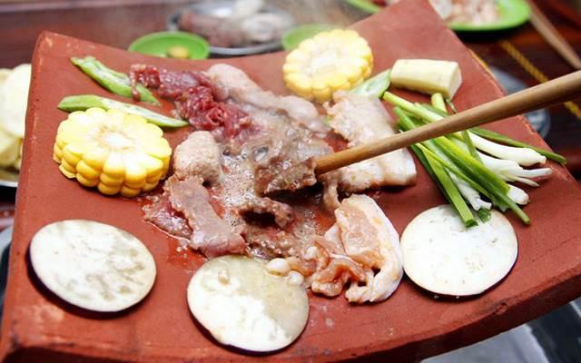 Việc nướng trên ngói sẽ giúp món ăn giữ được độ ngọt nhất định