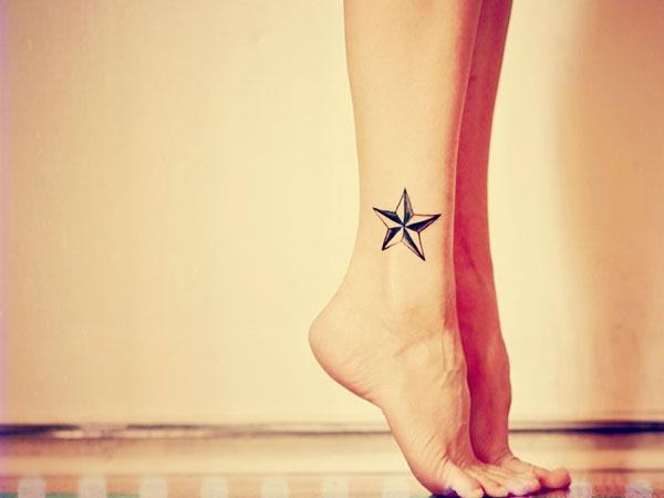 Tattoo ngôi sao rất dễ hài hòa khi kết hợp cùng nhiều hình khác. Và cả khi chỉ đứng riêng mình nó cũng vẫn cứ chất lì rồi.