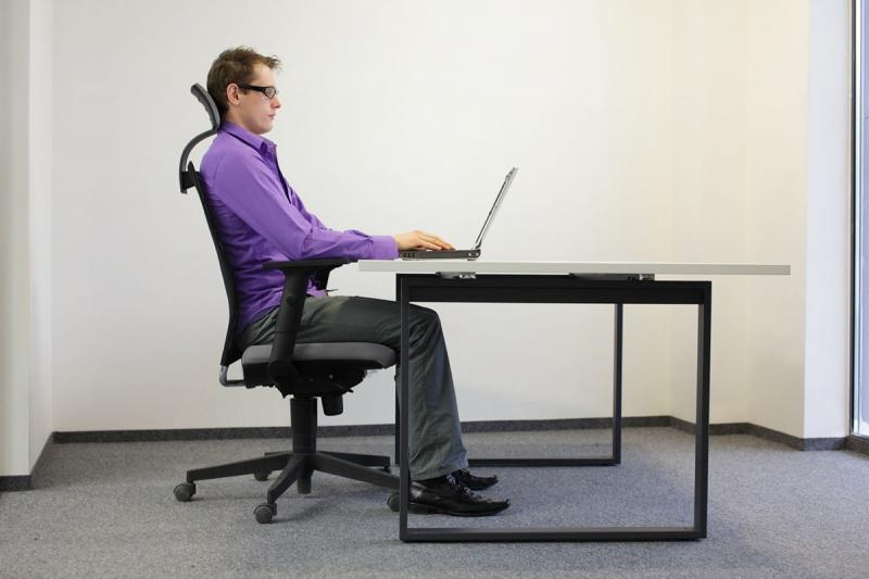Ngồi thẳng lưng giúp bạn chững chạc, tự tin hơn