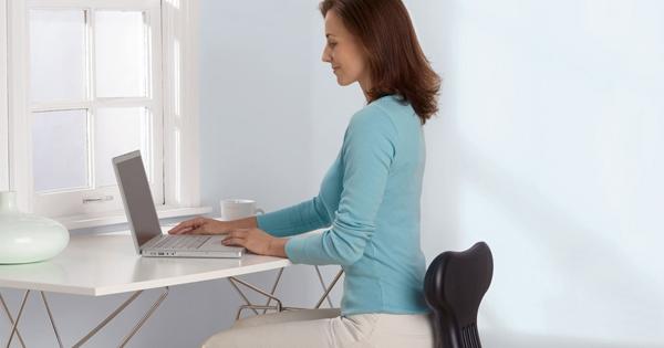 Tư thế ngồi đúng sẽ giúp giảm lượng mỡ bụng tích tụ