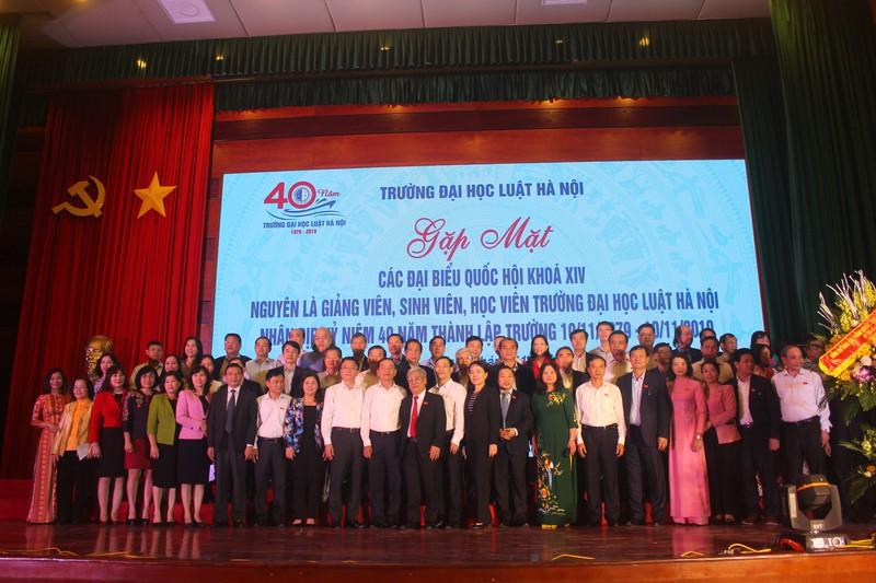 Gặp mặt các thế hệ giảng viên Đại học Luật Hà Nội nhân kỷ niệm 40 năm ngày thành lập trường