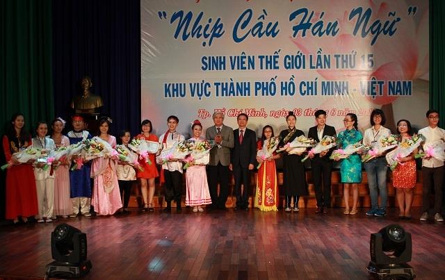 Sinh viên tham gia NCHN