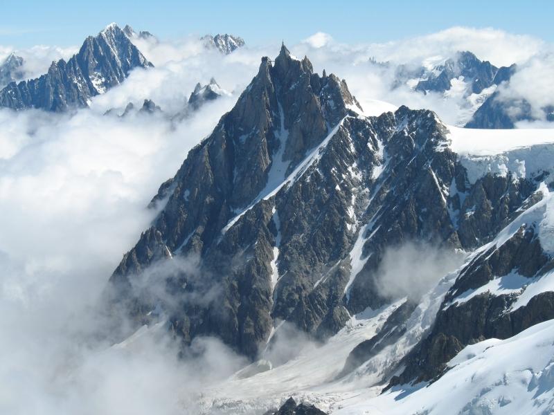 Ngọn núi cao nhất Châu Âu
