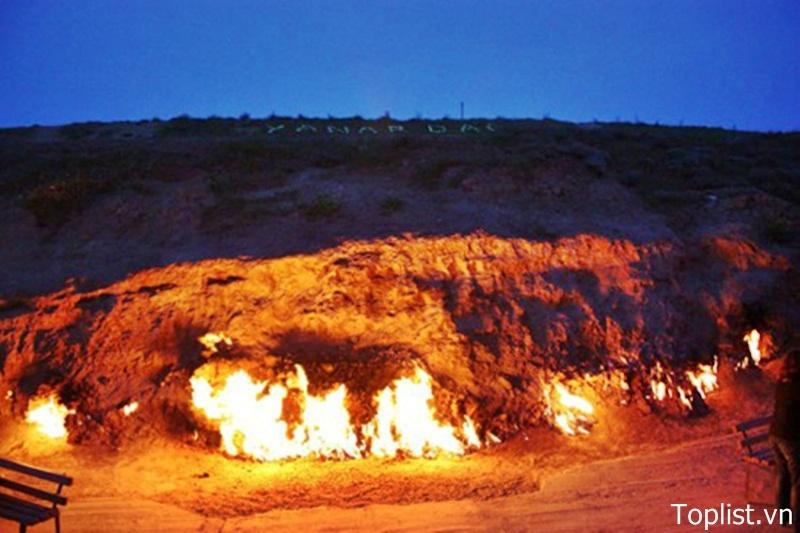 Đền thờ lửa Yanar Dag
