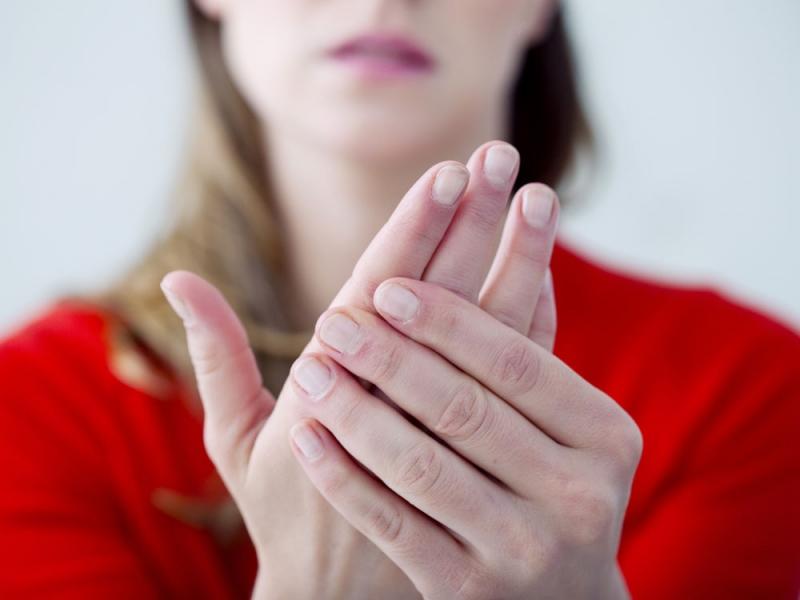 Bạn có thể dễ dàng nhận biết được mình đang mắc bệnh thông qua việc quan sát màu trên ngón tay