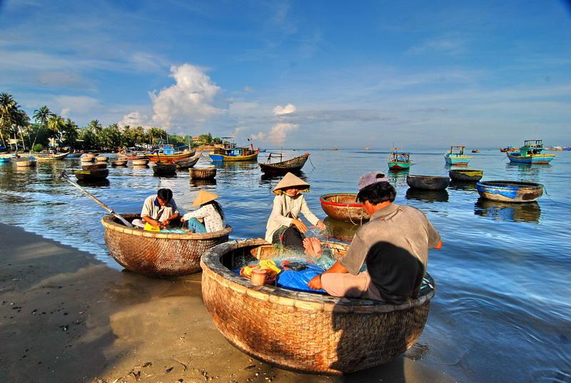 Ngư dân gắn liền với biển cả