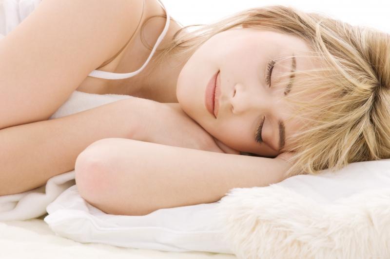 Hãy tự tạo cảm giác thật thoải mái trước khi ngủ, để có một giấc ngủ sâu và đẹp. Và khi thức dậy bạn cảm thấy bản thân khoan khoái rất nhiều.