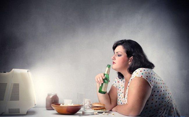 Thức khuya cũng làm bạn nghĩ đến thức ăn nhiều hơn đó