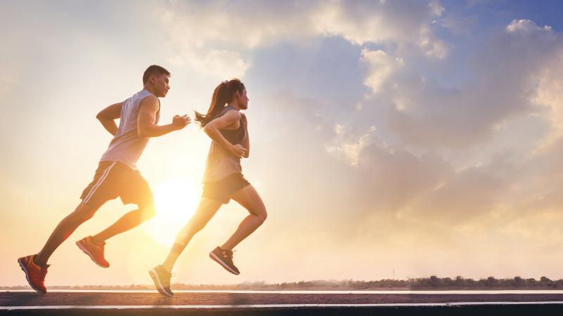 tập thể dục thường xuyên vào mỗi sáng để thúc đẩy quá trình tuần hoàn máu và trao đổi chất bên trong cơ thể, giúp làn da thêm hồng hào và khỏe mạnh từ trong ra ngoài.